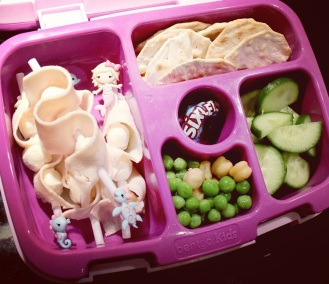 09.06.17    I wanted today's #bentgolunchbox to be extra special since it's her first day kindergarten. I made little skewers of turkey and small mozzarella cheese balls; water crackers; sliced cucumbers; peas and chickpeas; and a little pack of Sixlets. Plus a juice box and some popcorn and goldfish crackers for snack time.