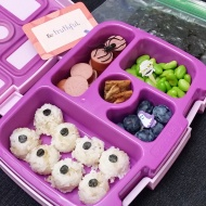10.26.17    Continuing with the #Halloween theme today! Added some cut out seaweed circles on top of rice balls to make them look like eyeballs; turkey hot dog; edamame; super plump blueberries; and a couple cinnamon cranberry and pumpkin seed crackers broken up to fit into the container. Also put some seaweed in a bag on the side.