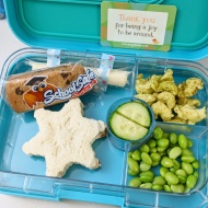 01.17.18    Turkey and cheese snowflake sandwich; a cheese stick secured to the Yumbox with some #washitape (ha ha!); a School Safe chocolate chip cookie bar; veggie puffs; edamame; and cucumber slices